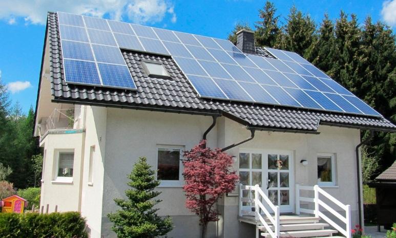 dotacje do paneli fotowoltaicznych - solary na dachu