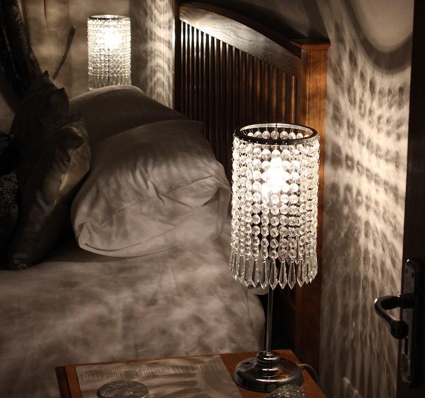 piękne lampy glamour w sypialni - aranżacje